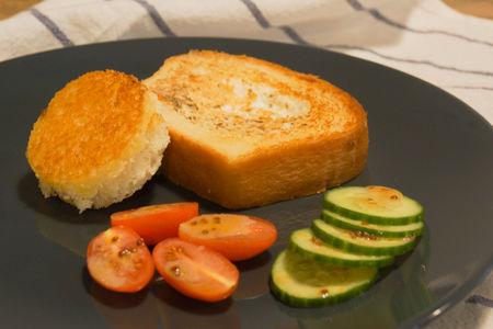 Яичница в тостовом хлебе
