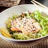 Фото к позиции меню Салат с теплым лососем
