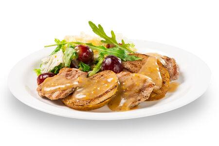 Салат из свиной вырезки и груши-гриль с медово-горчичной заправкой