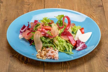 Салат с сырокопченой индейкой