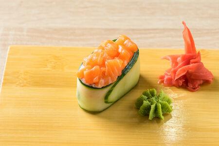 Каппа-суши с лососем