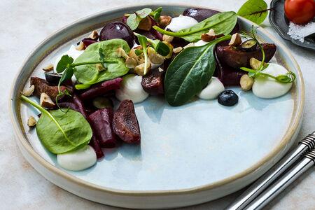 Салат из свеклы, брынзы и печеной сливы