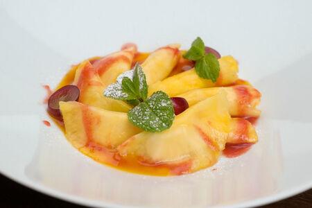 Равиоли из ананаса с сыром маскарпоне