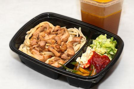 Рамен с курицей в кисло-сладком соусе в бульоне