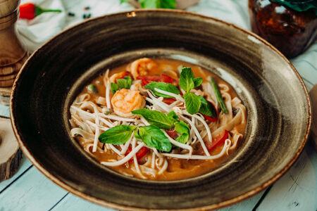 Рисовая лапша Том Ям с креветками