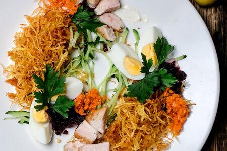Салат с куриным филе и картофелем пай