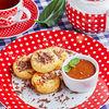 Фото к позиции меню Сырники с шоколадом и соленой карамелью