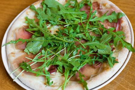 Пицца Пармская ветчина и руккола