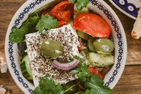 Салат по-гречески с орегано