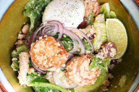 Салат с морепродуктами и кускусом