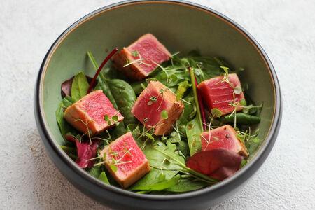 Татаки из тунца с мятным соусом