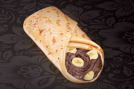 Блинчик с бананом и шоколадной пастой