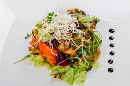 Салат из свинины с грибами
