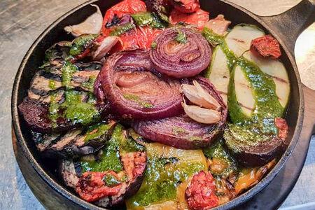 Сковородка печеных овощей