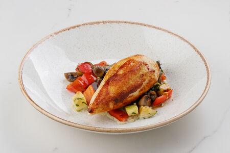 Куриное филе с овощным рататуем