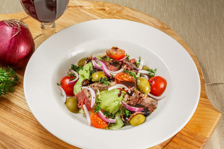 Волшебный салат с ростбифом
