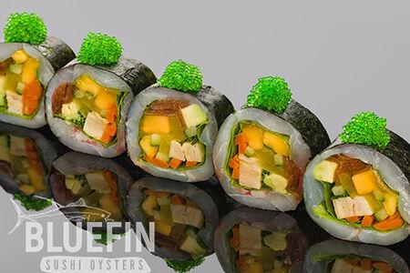 Ролл сашими из лакедры, японского омлета и маринованных овощей