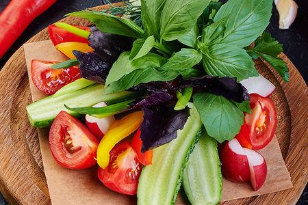 Тарелка из свежих овощей