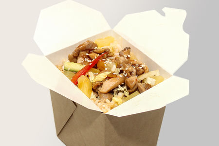 Жареный рис с филе цыпленка и ананасом