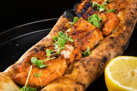 Шашлык из филе лосося в помидорно-луковом маринаде
