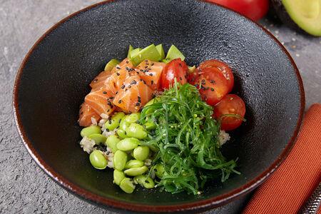 Гавайское поке с лососем и авокадо