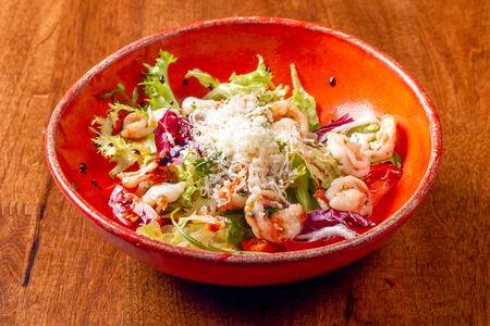 Салат с креветками и миксом салатов