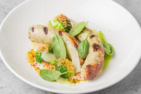 Колбаски с пармезаном и шпинатом