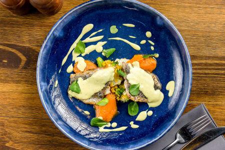 Корюшка с цветной капустой, брокколи, чечевицей и пюре из батата