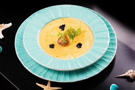 Крем-суп из гребешка с черным трюфелем
