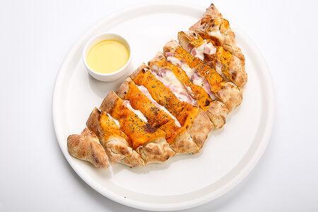 Пицца Кальцоне с ветчиной индейки и сыром