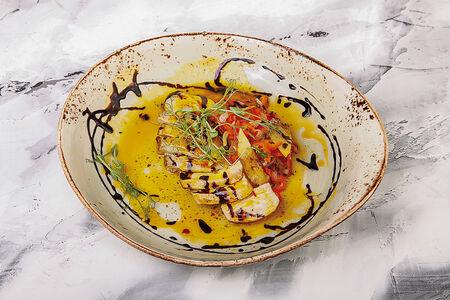 Куриная грудка в манговом соусе с овощной сальсой