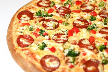 Пицца на толстом тесте Пепперони