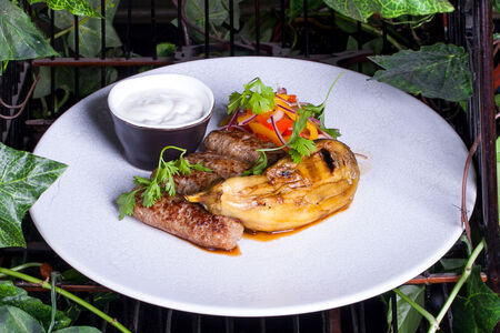 Кебаб из ягненка с запеченным баклажаном