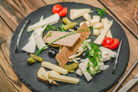 Тарелка рассольных сыров