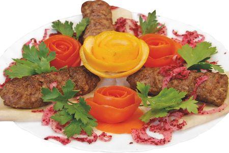 Люля из говядины на тарелке