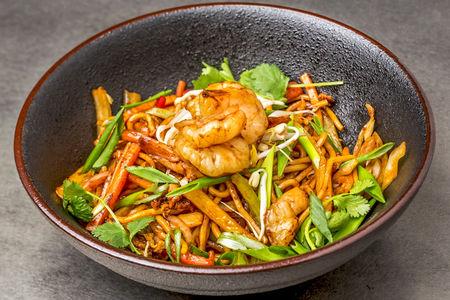 Лапша Чао Мин с креветками и овощами