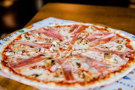 Пицца мясная Барбекю c соусом блю-чиз