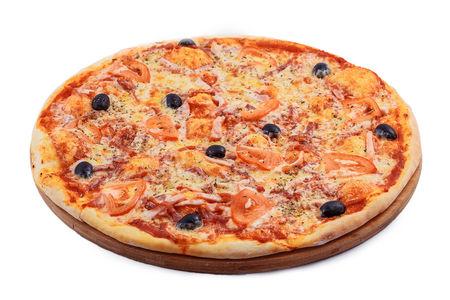 Пицца с ветчиной и ананасами