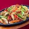 Фото к позиции меню Жареная яичная лапша  с курицей и овощами