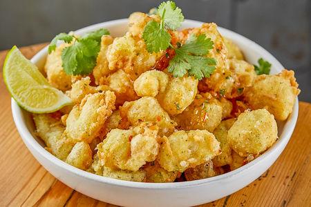 Хрустящие морепродукты темпура с кисло-сладким соусом