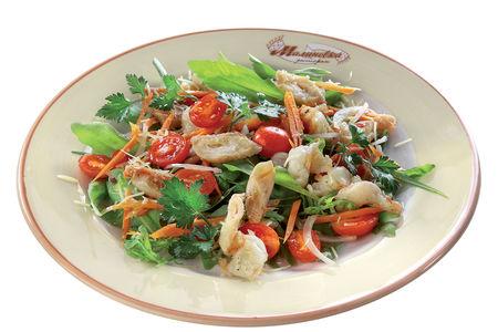 Теплый салат из морепродуктов с рукколой