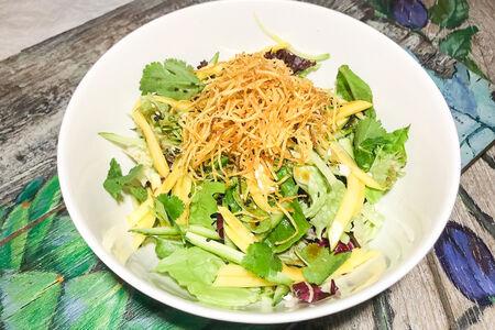 Салат с телятиной и хурмой