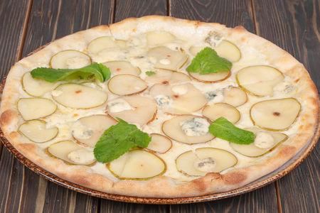 Пицца с грушей и сыром горгонзола