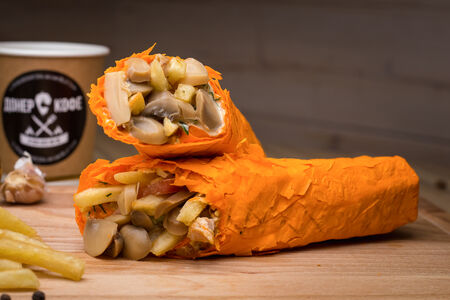 Шаурма в сырном лаваше с картошкой и грибами