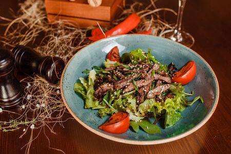 Тёплый салат из телятины
