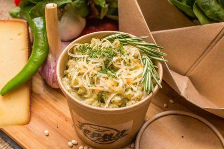 Каша перловая с креветками в шпинатно-сливочном соусе