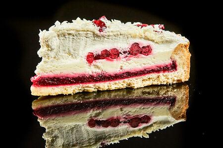 Торт Брусника с кремом