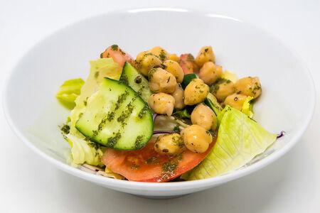 Салат Овощной с маринованным нутом