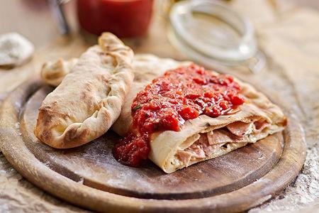 Пицца Кальцоне с курицей и грибами