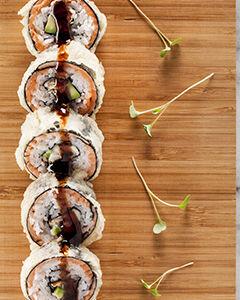 Ролл Запеченный лосось с угрем и сливочным сыром